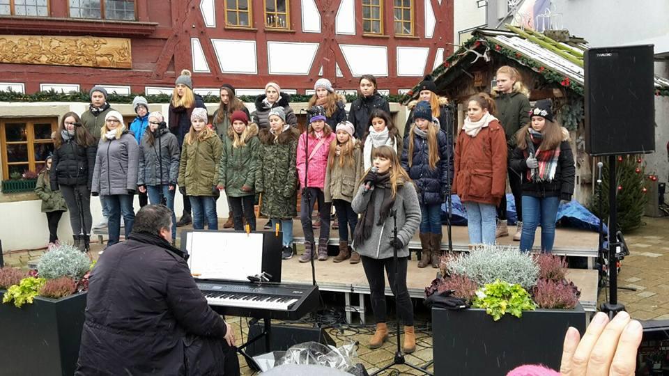 Jugendchor Crescendo auf dem Bönnigheimer Weihnachtsmarkt